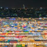タイ、バンコクのラチャダー鉄道市場で色とりどりの屋台の夜景を撮影してきた!インスタ映えのカラフル屋台はやっぱりきれいだった!